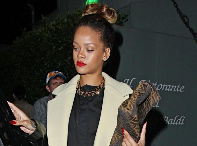Rihanna : sa nouvelle amie ? La cigarette !