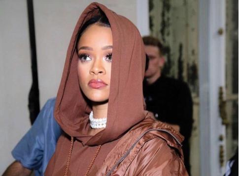 Rihanna : Trop fière de son nouveau look, elle persiste et signe !