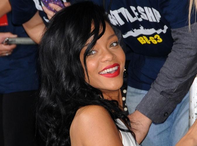 """Rihanna : une Cléopâtre sulfureuse qui dévoile les photos """"hot"""" de sa tournée des festivals !"""
