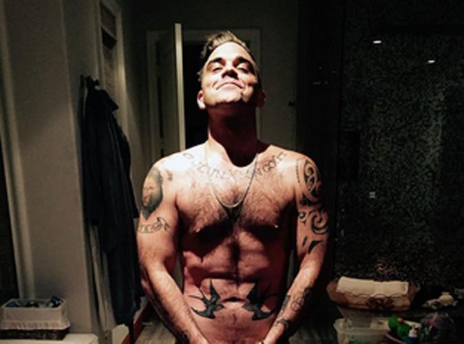 Robbie Williams : nu pour son anniversaire, il parodie Kim Kardashian !