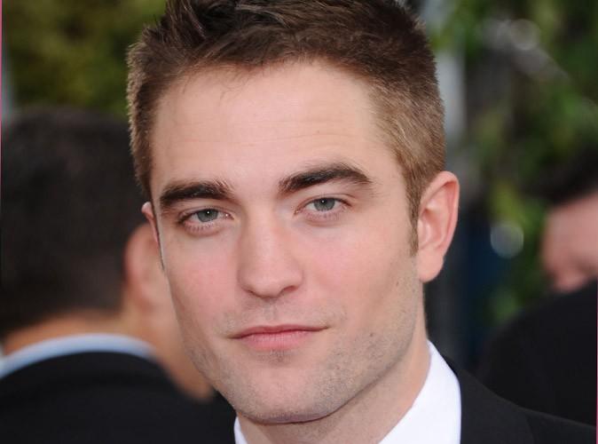 Robert Pattinson : un étrange bisou avec une mystérieuse brune...