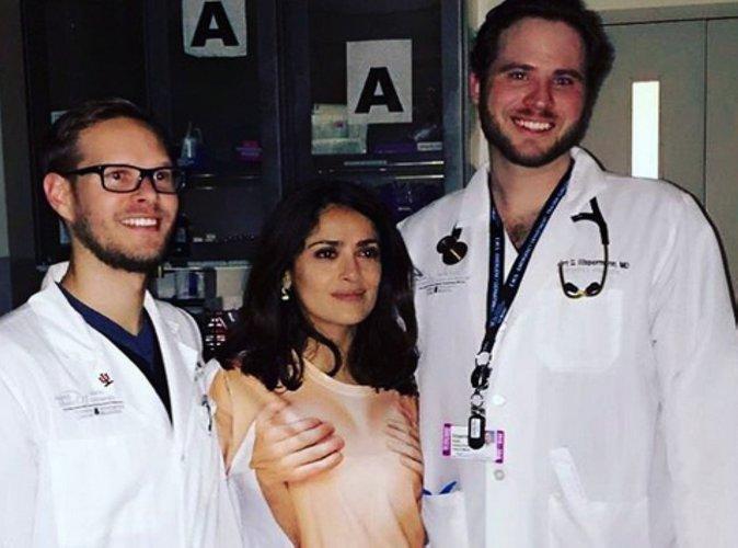 Salma Hayek : Blessée, elle est hospitalisée dans une tenue topless !