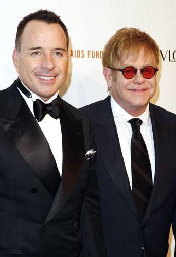 Série : Glee : Elton John, boyfriend de Sue Sylvester ?
