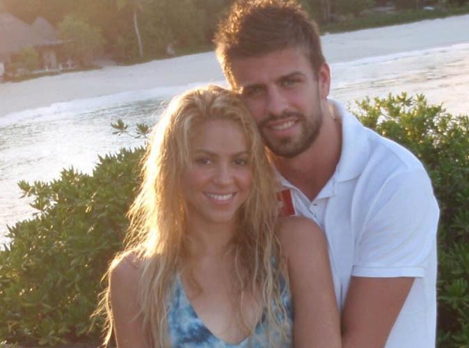Shakira officialise enfin sa love story avec Gerard Piqué sur Twitter !
