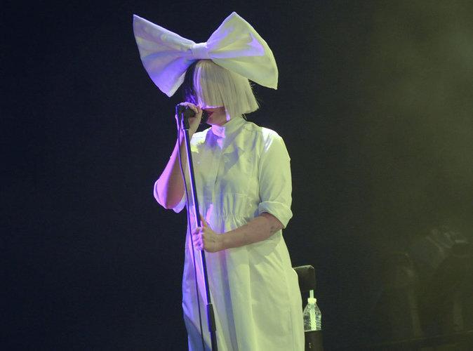Sia : Découvrez pourquoi ses fans lui font un procès !