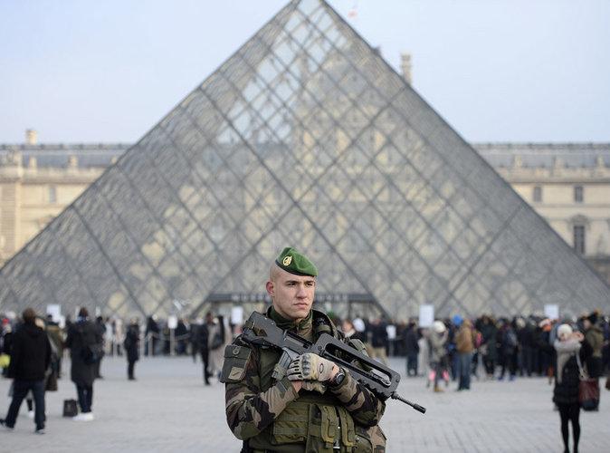 Attaque Terroriste: Terreur à Paris : Attaque Terroriste Au Louvre