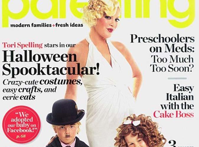 Tori Spelling : déguisée en femme fatale  et shootée avec ses enfants pour Halloween !