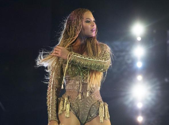 Tuerie de Dallas : Beyoncé apporte son soutien à la police !