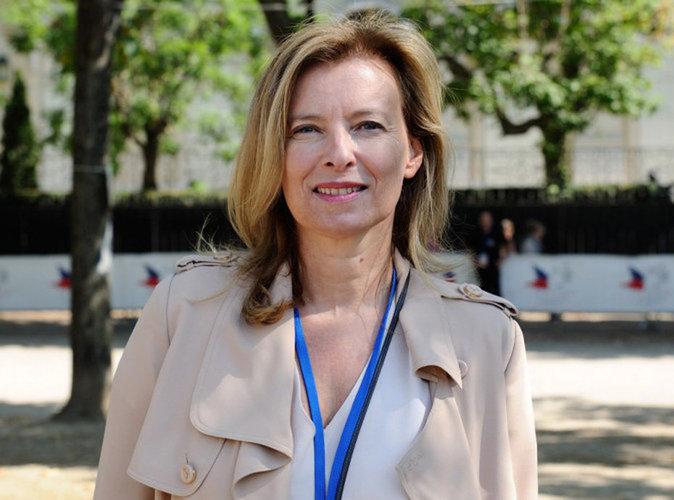 Valérie Trierweiler : visage ultra lisse en une d'un magazine, la toile s'enflamme !