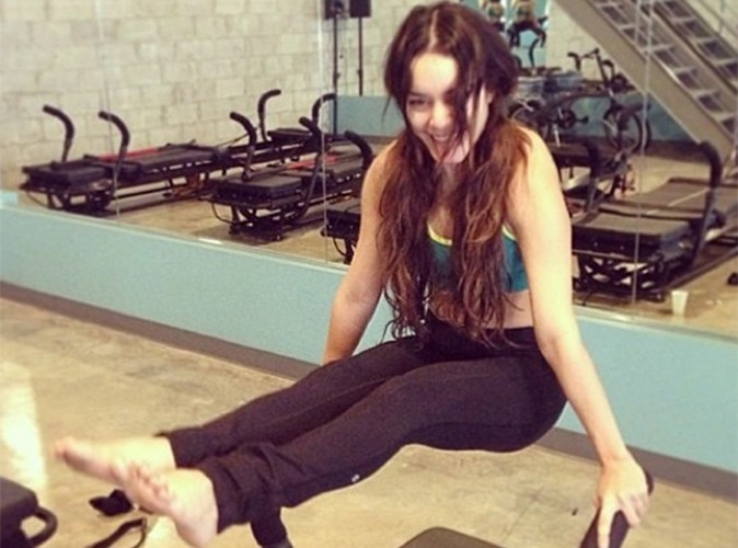 Vanessa Hudgens : comme son ex Zac Efron, elle en a dans les bras !