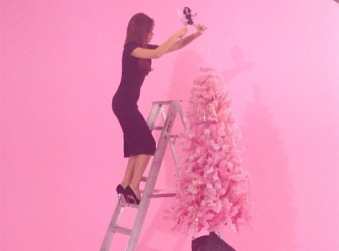 Victoria Beckham : jamais sans ses talons hauts, même pour grimper sur une échelle !