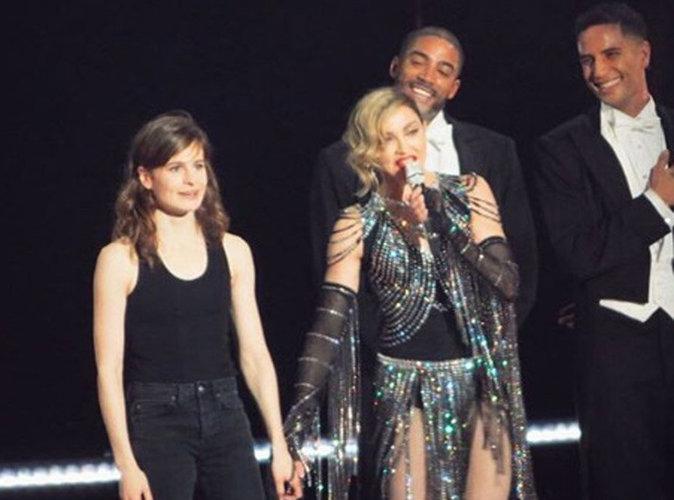 Vidéo : Christine & The Queens reçoit à son tour la fessée par Madonna !