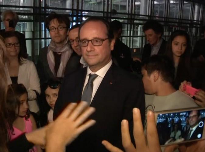 Vidéo : quand François Hollande chante en play-back, faux !
