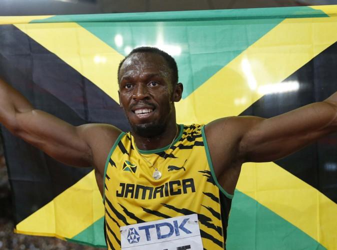 Vidéo : Usain Bolt grillé en boîte de nuit avec une strip-teaseuse !