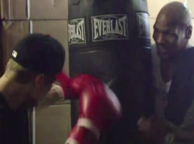 Vidéo : Justin Bieber : Mike Tyson lui donne des cours de boxe !