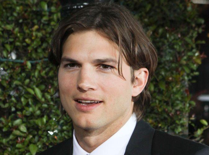 Video : Ashton Kutcher : découvrez-le en train de manger des vers de terre !