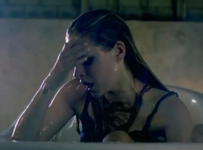 Vidéo : Avril Lavigne : en larmes pour son clip Wish You Were Here !