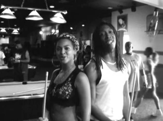Vidéo : Beyoncé : quand la diva se la joue naturelle pour vous donner une leçon de billard !