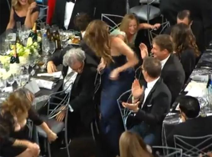 Vidéo Buzz : Jennifer Lawrence en perd sa robe !