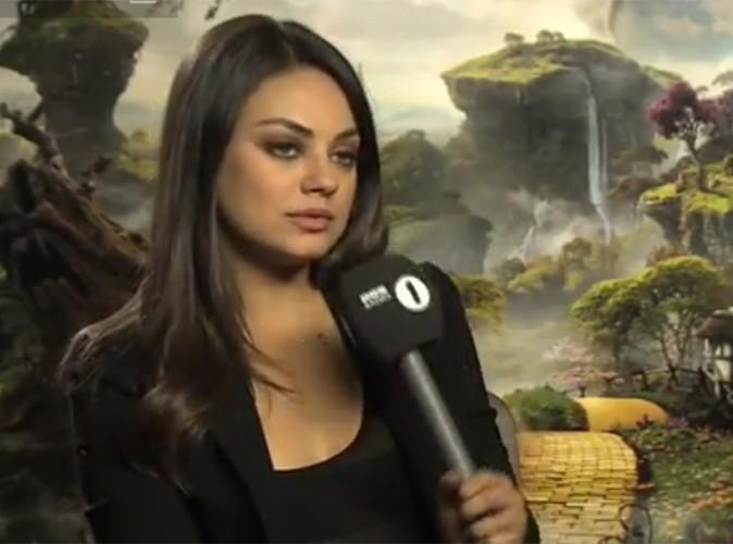 Vidéo Buzz : Mila Kunis est tellement belle qu'elle en devient déstabilisante !
