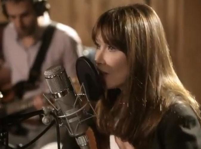 """Vidéo : Carla Bruni : découvrez """"Chez Keith et Anita"""", sa toute nouvelle chanson !"""