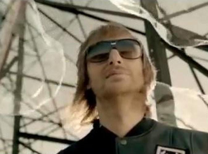 Vidéo : David Guetta : allez-vous buller tout l'été avec le clip de Where Them Girls At ?