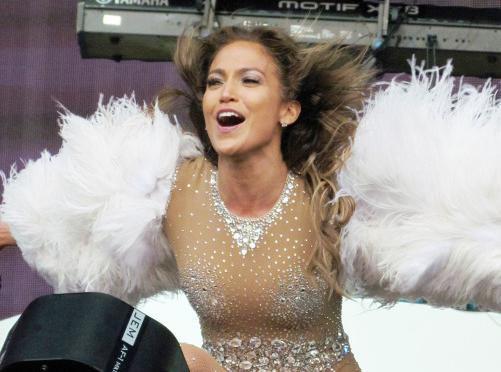 Vidéo : Jennifer Lopez : la bomba latina a encore mis le feu sur scène avec Pitbull... Face à son ex mari et sa nouvelle girlfriend !