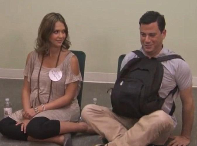 Jessica Alba en plein sketch avec Jimmy Kimmel...