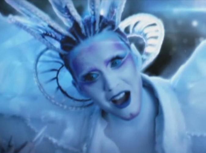 Vidéo : Katy Perry méconnaissable dans le tout premier extrait de son clip E.T. !