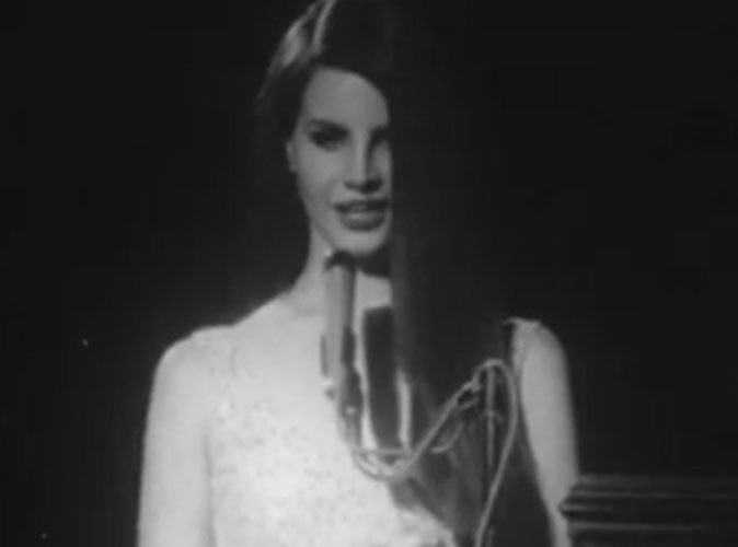 Vidéo : Lana Del Rey : elle se prend pour Jackie Kennedy dans le clip de National Anthem !