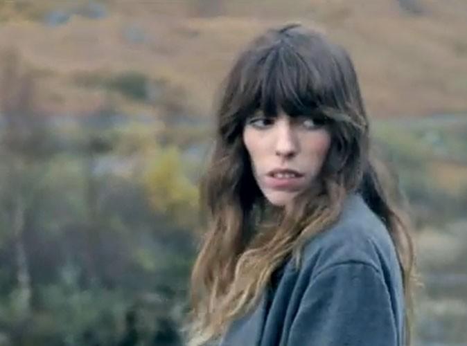 """Vidéo : Lou Doillon : simple et naturelle dans le clip de son nouveau single """"Devil Or Angel"""" !"""