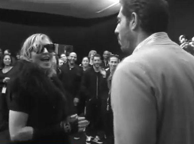 Vidéo : Madonna : son équipe lui réserve une surprise pour fêter les bons chiffres de MDNA !