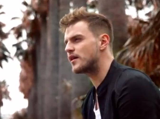 "Vidéo : Matthew Raymond Barker : le gagnant d'X Factor dégaine le clip de son single ""City Lights"" !"