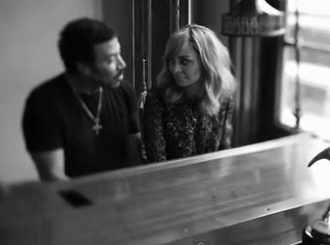 Vidéo : Nicole Richie : au piano avec son papa Lionel pour un grand moment d'émotion !