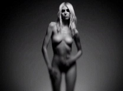 Vidéo : Taylor Momsen : nue et plus sombre que jamais dans un clip déconcertant...