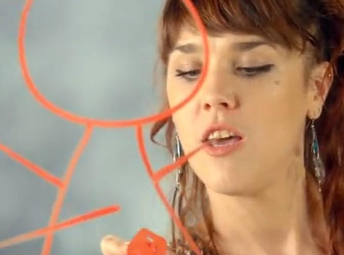 """Vidéo : ZAZ : un clip coloré et fraternel pour son single """"On Ira"""" !"""