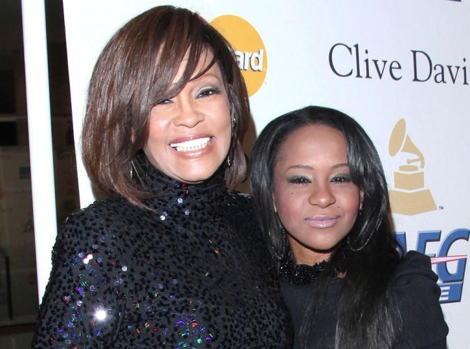 Whitney Houston et Bobbi Kristina : leur mort liées, la thèse d'un double meurtre évoquée…
