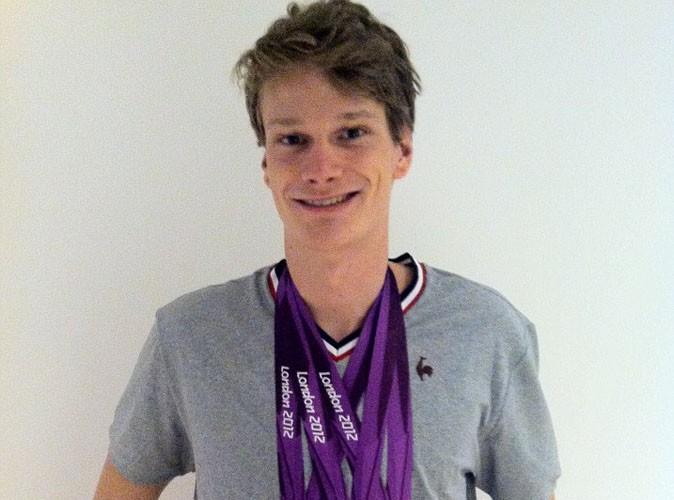 Yannick Agnel : il nage toujours dans le bonheur avec ses médailles !
