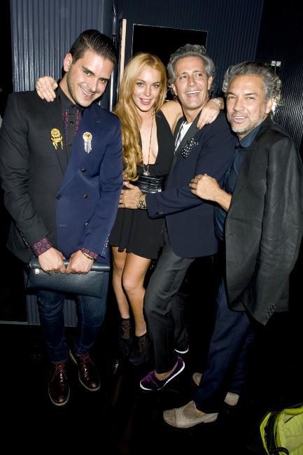 Lindsay Lohan entouré d'invités à la soirée du magazine Purple, le 11 septembre 2013 à New York
