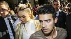 Exclu vidéo : Kris Jenner, Estelle Lefebure, Joe Jonas : défilé de stars chez Balmain