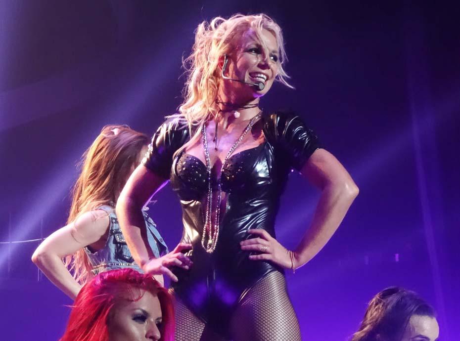 Britney Spears s'organise une fashion week chez elle ! Et c'est gênant !