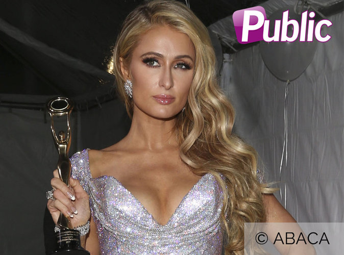 Paris Hilton : Oops, elle se gamelle après avoir reçu un prix !