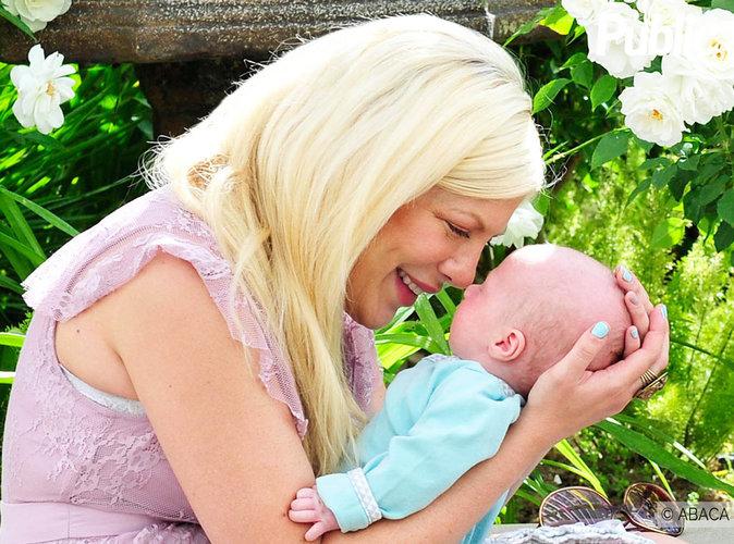 Tori Spelling : Découvrez son shooting so cute avec son fils de 2 mois !