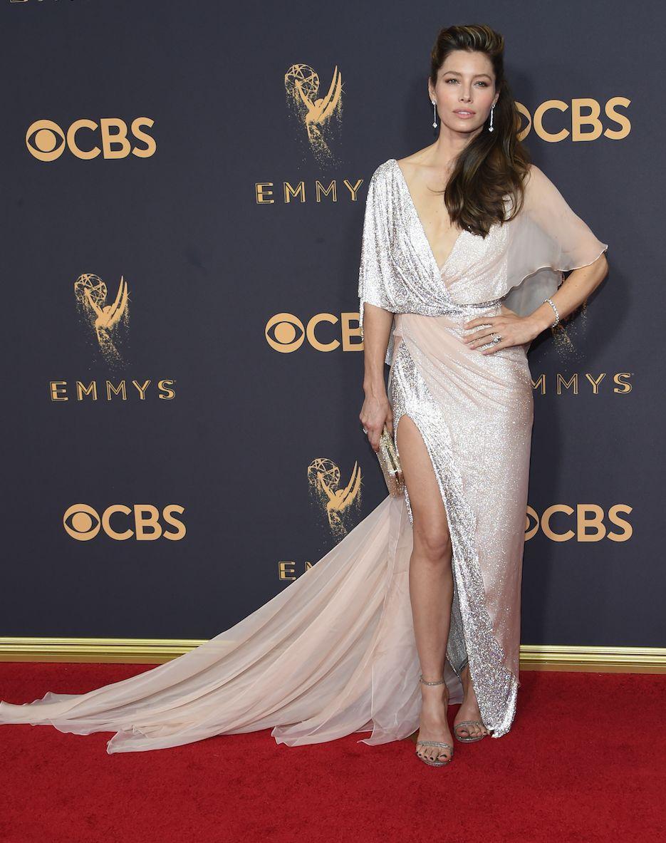 Emmy Awards 2017 : Sans Justin Timberlake, Jessica Biel éblouit la cérémonie !